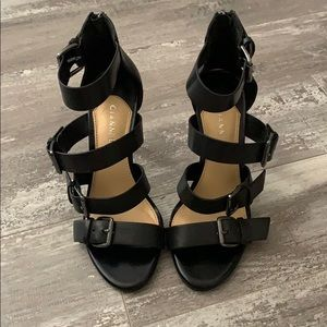 Gianni Bini Black Buckle Heels 6